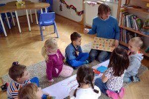 Děti se učí písmena